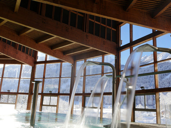 Les Bains de Monetier, hot springs are pumped indoors
