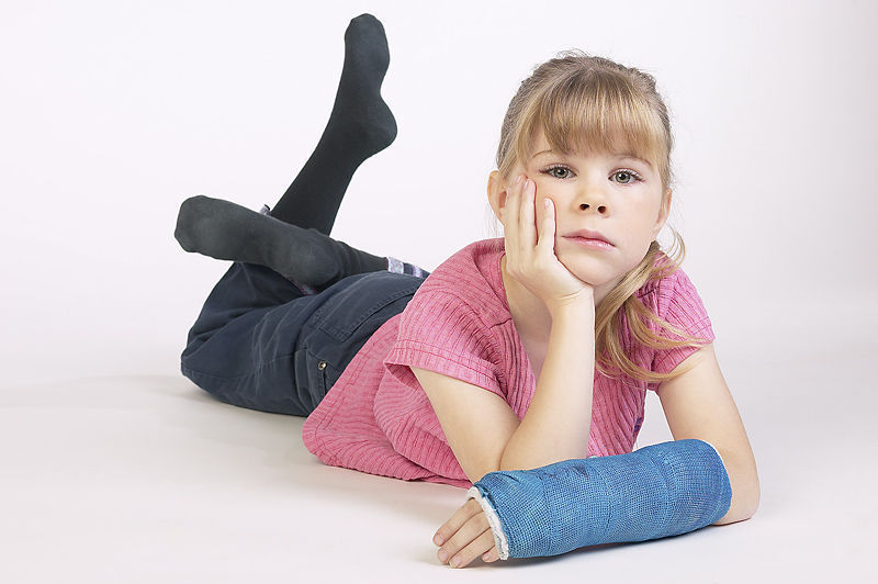 Girl with arm in cast.