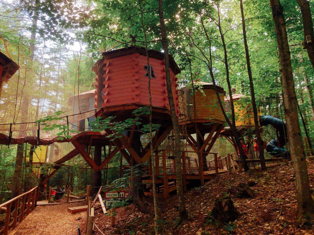 Arbre en ciel treehouses at Abraska Aerial Adventure Center