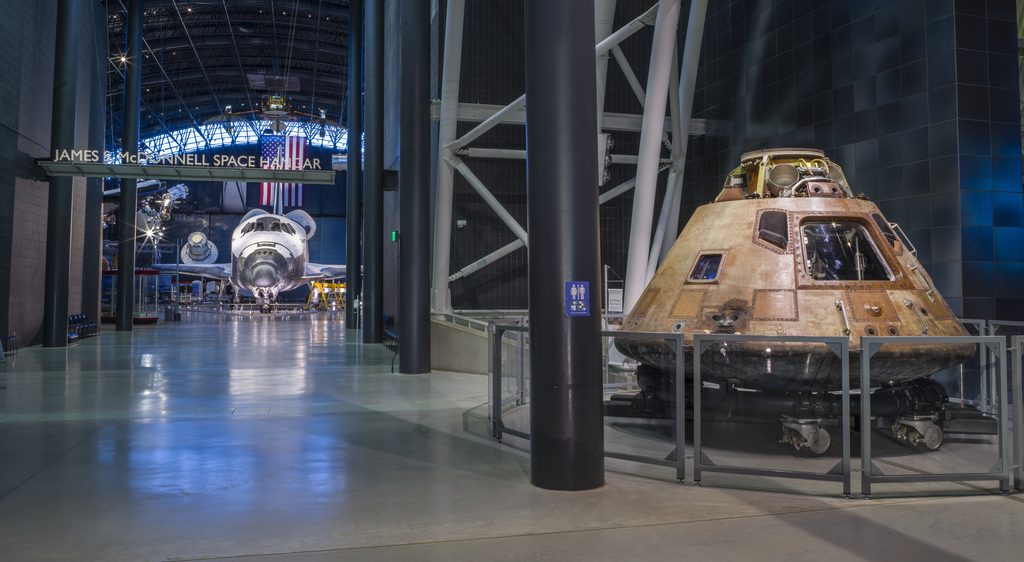 Space Shuttle Discovery with Columbia space capsule at Udvar-Hazy Center of NASM