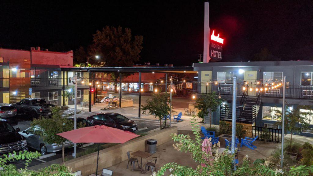 Americana Hotel in Redding, California at night