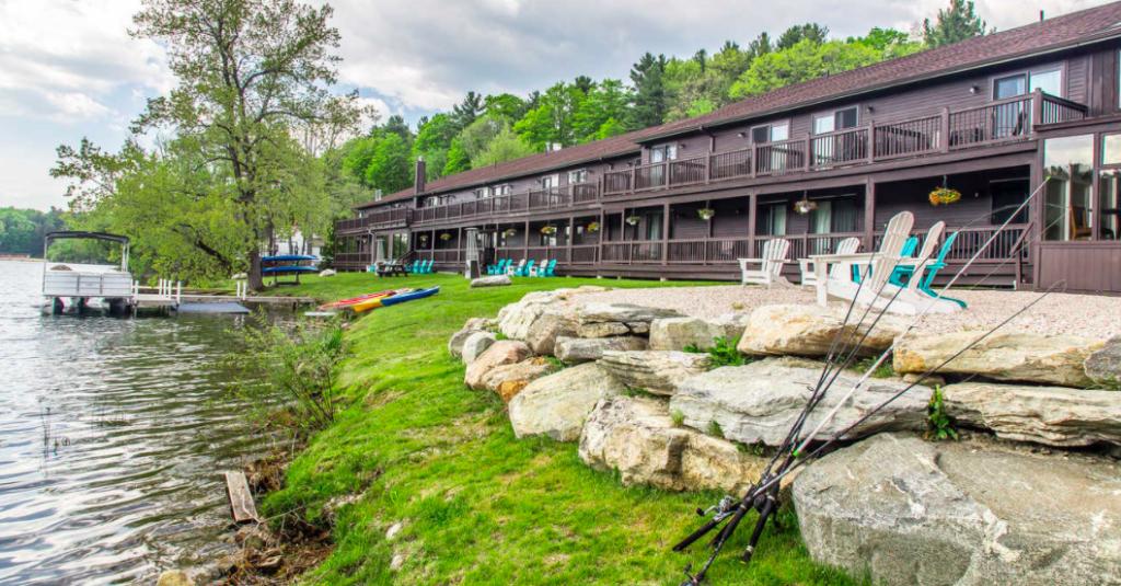 Black Swann Inn exterior, inn in Lee, Massachusetts