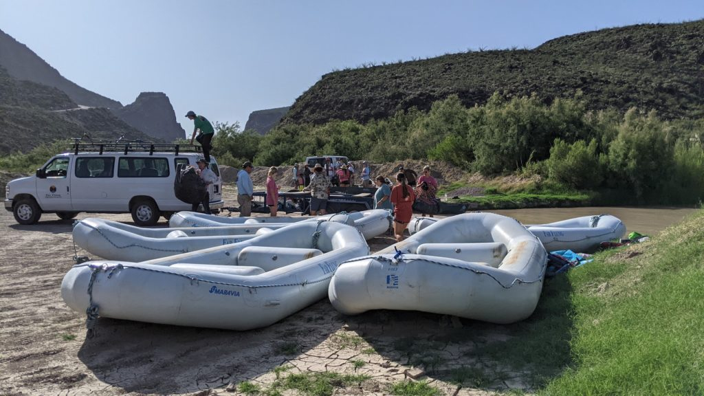 Far Flung Adventures loads rafts at Rio Grande, Big Bend Ranch State Park, Texas