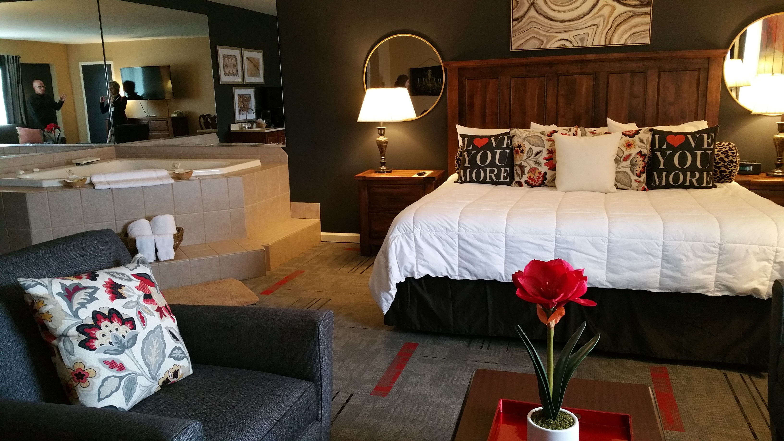 rooms and travel mspbr suites fairfield burnsville hor mn guestroom clsc minneapolis themed guest hotel inn room hotels