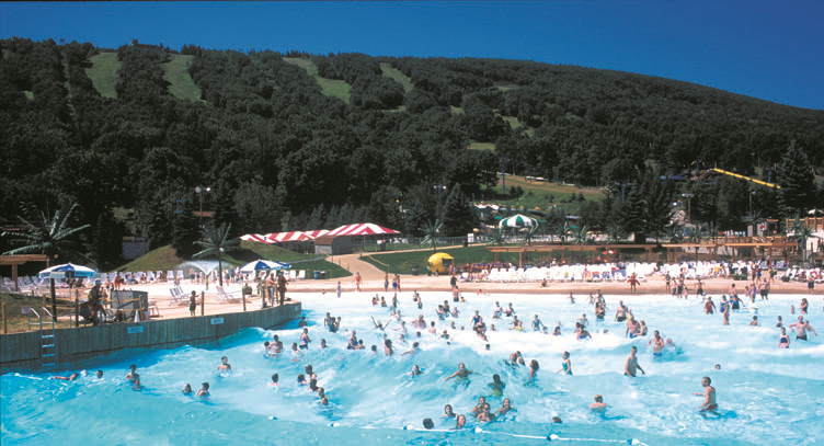 Outdoor Wave Pool At Camelbeach