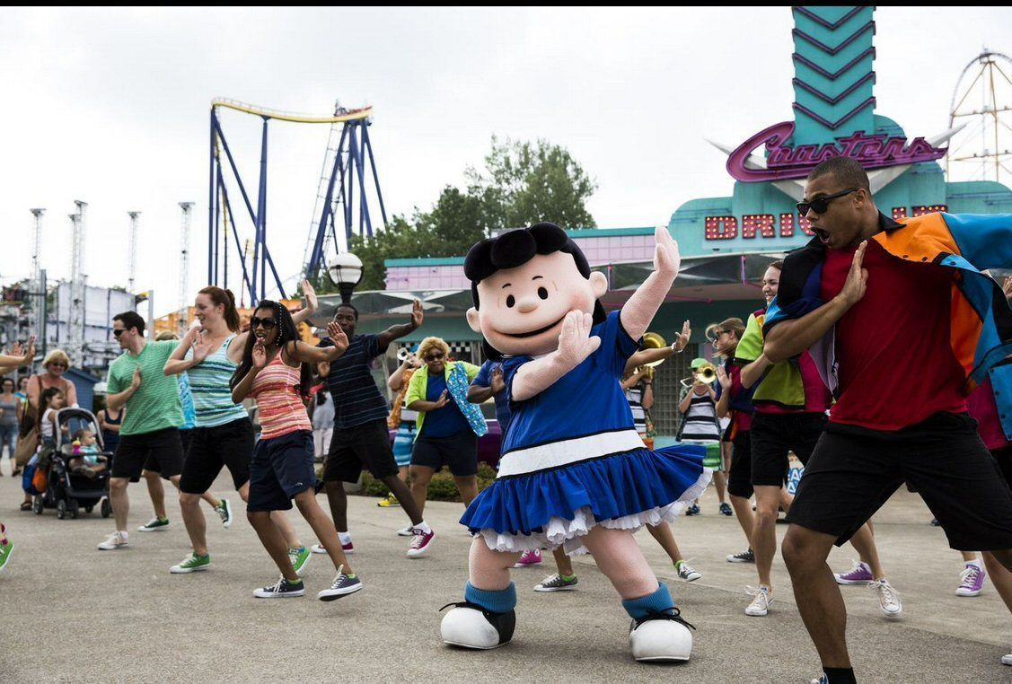 a family gathering at the cedar point in ohio As cedar point's delights became regionally recognized, family groups from  distant  more importantly, company outings, conventions, fraternal gatherings,  and.