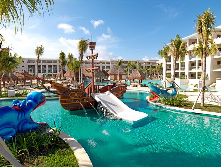 Family Resort Queen Room Seaworld