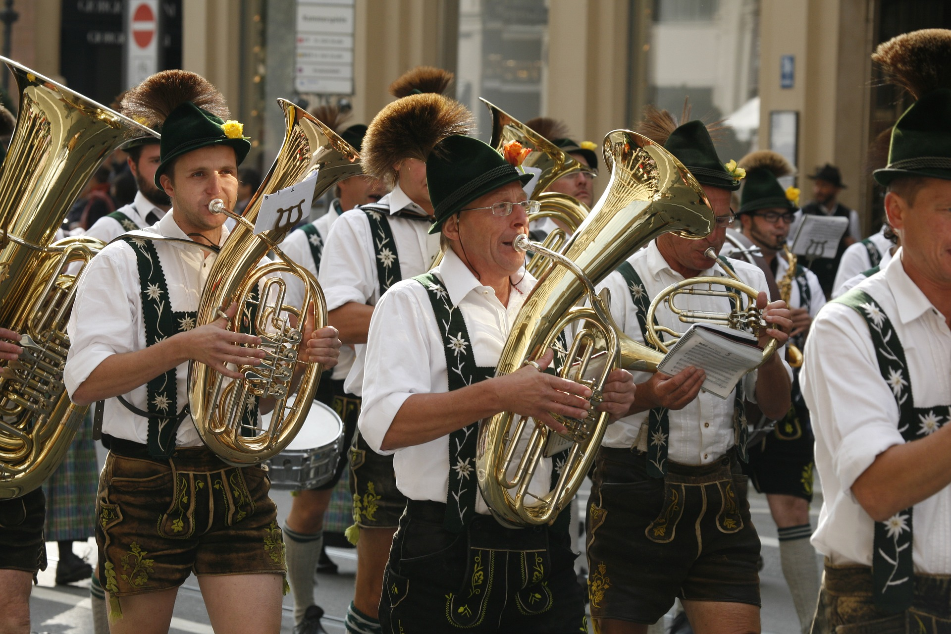 where to buy oktoberfest costumes in berlin