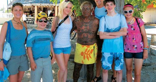 Paul Gauguin cruises, Ambassadors of the Environment kids program in Tahiti.