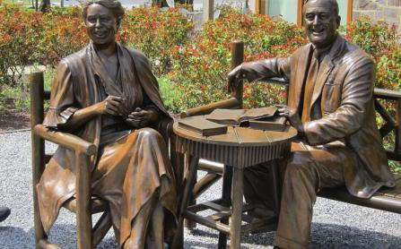 Statues of The Roosevelts at Hyde Park
