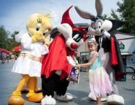 Looney Tunes characters come out for Fright Fest at Six Flags.