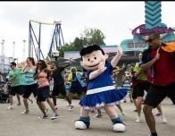Lucy and the Gang Perform at Cedar Point