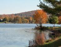 lake-waramaug-fall-colors