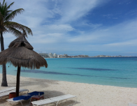 Calm & shallow beach at Club Med Cancun, south of Zona Hotelera.