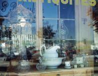 antiques_678409753