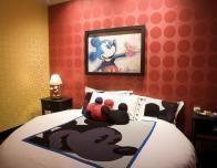 disneyland_penthouse_bedroom_358079555