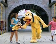 disneyland_pluto_girls_230343588