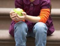 girl_apple_2_150258983