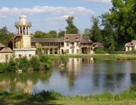 Marie_Antoinette_amusement_at_Versailles
