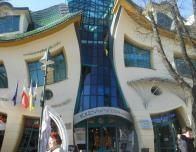 crooked house in poland_0