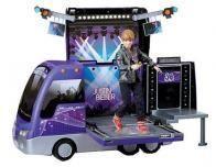 justin-bieber-concert-tour-bus