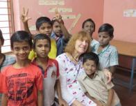 Global Volunteers teach in India classroom.