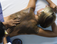 Back massage with stones and mud