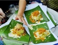 Xoi xeo is a Hanoi street food of sticky rice; photo courtesy: www.kenh14.vn