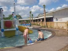 club-med-couple-splashpark